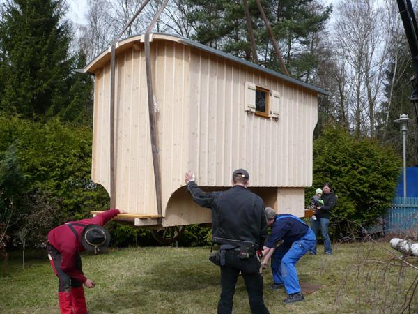 Ankunft und Aufbau eines Gartenwagen