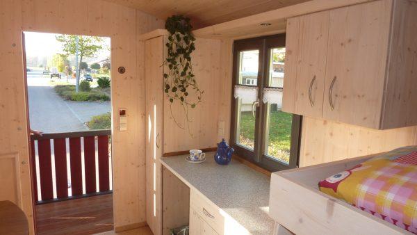 Gästewagen Anna: Innenraum mit Küchenzeile